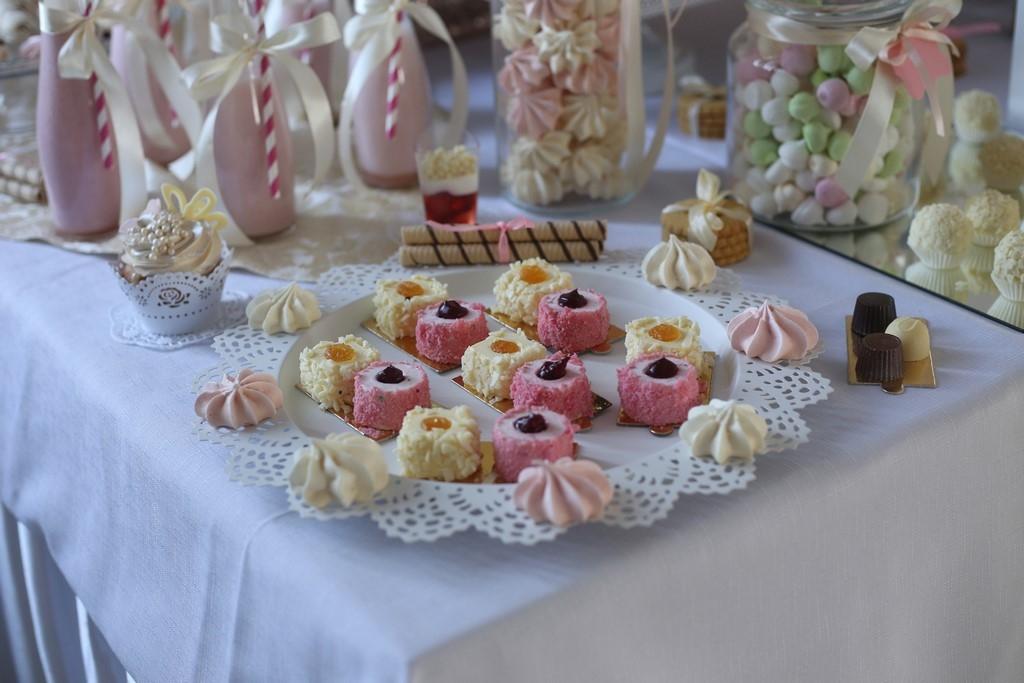 stół-ciasteczkowy-havanna-strzebiń